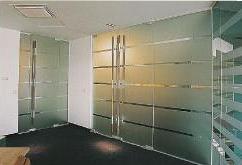 Glazen wanden en deur
