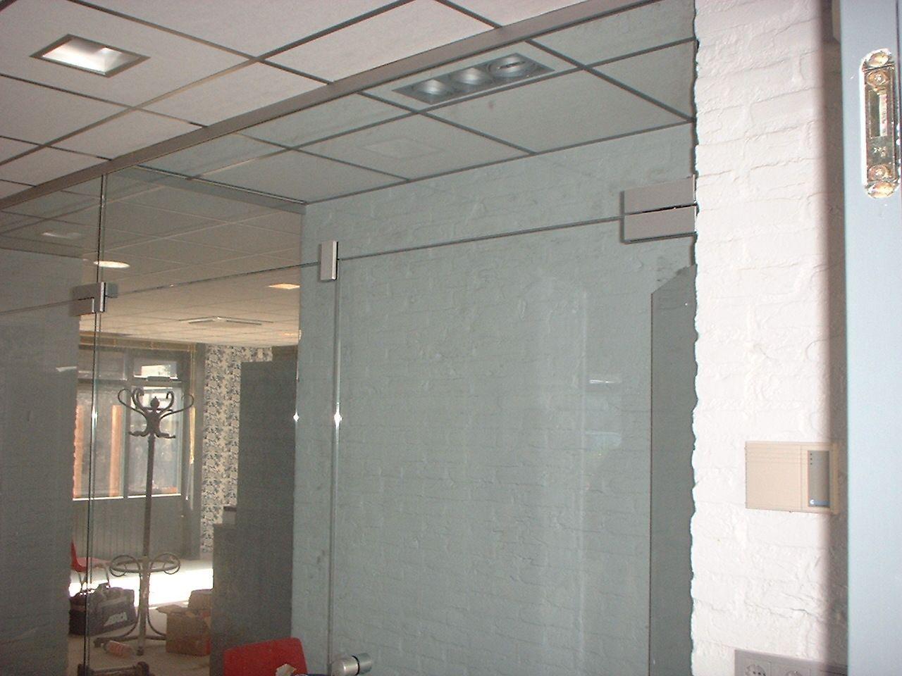 Glazen Wand Woonkamer : Glazen scheidingswand op maat stijlvolle tussenwand alhra glas